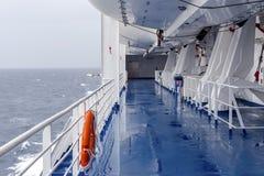 Equipamento das poupanças de vida em um navio imagem de stock