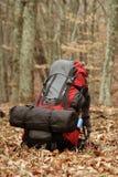 Equipamento de acampamento dos elementos sobre a montanha fotografia de stock