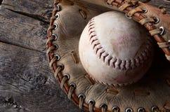 Equipamento de basebol usado velho Imagem de Stock Royalty Free