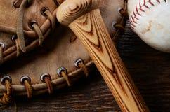 Equipamento de basebol usado velho Imagem de Stock