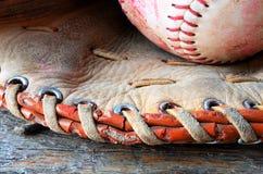 Equipamento de basebol usado velho Fotos de Stock