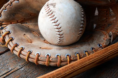 Equipamento de basebol usado velho Imagens de Stock Royalty Free