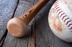 Equipamento de basebol usado velho Fotografia de Stock