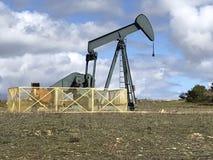 Equipamento de bombeamento do óleo Campo do petróleo de Ayoluengo Burgos, Spain fotos de stock