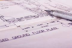 Equipamento de desenho com planos detalhados da casa dos arquitetos Imagens de Stock Royalty Free