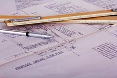 Equipamento de desenho com planos detalhados da casa dos arquitetos Fotografia de Stock Royalty Free