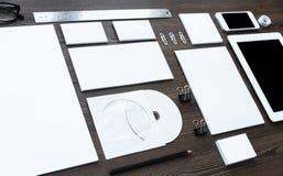 Equipamento de escritório que coloca na mesa imagens de stock royalty free