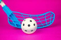 Equipamento de Floorball com assoalho cor-de-rosa Fotografia de Stock Royalty Free