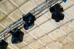 Equipamento de iluminação profissional para desempenhos da fase no ce imagem de stock