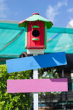 Equipamento de jardinagem de madeira da flor da caixa da cor Fotos de Stock
