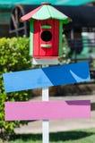 Equipamento de jardinagem de madeira da flor da caixa da cor Imagens de Stock