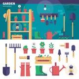 Equipamento de jardinagem na garagem Foto de Stock