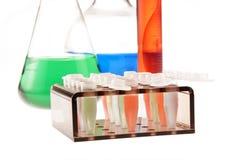 Equipamento de laboratório isolado no branco imagem de stock