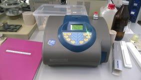 Equipamento de laboratório para a análise espectral Equipamento eletrônico Imagem de Stock