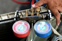 Equipamento de medição dos manômetros para condicionadores de ar de enchimento, calibres imagem de stock