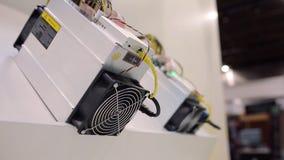 Equipamento de mineração de Cryptocurrency - ASIC - circuito integrado característico da aplicação no suporte da exploração agríc video estoque
