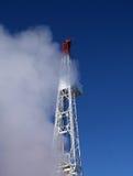 Equipamento de perfuração nas nuvens Fotos de Stock Royalty Free