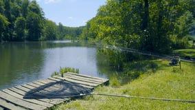 Equipamento de pesca no rio filme