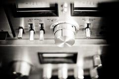 Equipamento de sistema de alta fidelidade antiquado da música imagens de stock