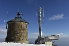 Equipamento de telecomunicação na montanha de Gerlitzen, Carinthia, Áustria sul Fotos de Stock Royalty Free
