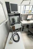 Equipamento de teste para verificar e monitorar cabos e conectores eletrônicos fotos de stock royalty free