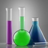 Equipamento de vidro do laboratório de ciência com líquido garrafas com colo Imagens de Stock Royalty Free