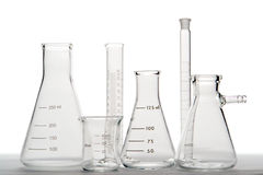Equipamento de vidro no laboratório de ciência imagem de stock