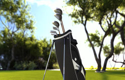 Equipamento do clube de golfe no prado da grama verde imagens de stock royalty free