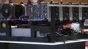 Equipamento do equipamento de mineração de Cryptocurrency - lotes de cartões do gpu no mainboard filme