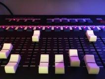Equipamento do equalizador que trabalha para o sistema sadio e audio do afinador foto de stock