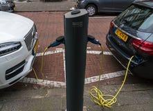 Equipamento do serviço do veículo elétrico nas ruas de Países Baixos imagens de stock royalty free