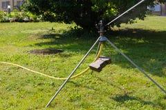 equipamento do spinkle em um gramado verde Imagens de Stock