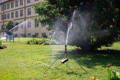 equipamento do spinkle em um gramado verde Foto de Stock Royalty Free