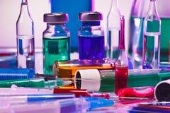 Equipamento do vidro do laboratório médico Imagens de Stock