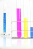 Equipamento dos produtos vidreiros de laboratório da química fotografia de stock