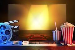 Equipamento e elementos do cinema com cinema do fundo Fotos de Stock Royalty Free