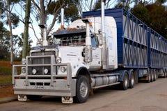 Equipamento e reboques ocidentais australianos da estrela do trem de estrada foto de stock royalty free