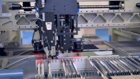 Equipamento industrial para a produção automatizada da placa do citcuit 4K video estoque