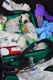 Equipamento médico no saco verde Fotografia de Stock