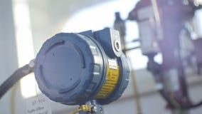 Equipamento macro no departamento da companhia do gás contra a luz solar vídeos de arquivo