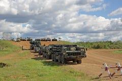 Equipamento militar que participa na mostra fotografia de stock