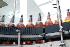 Equipamento moderno da cervejaria Imagens de Stock