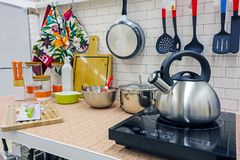 Equipamento novo da cozinha fotografia de stock royalty free