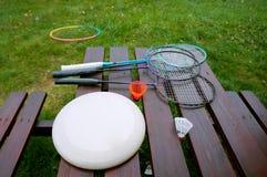 Equipamento para acampar, Frisbee da raquete de badminton, peteca fotos de stock