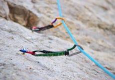 Equipamento para a escalada de montanha Imagem de Stock