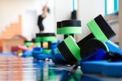 Equipamento para o aerobics do aqua fotografia de stock