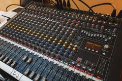 Equipamento para o misturador sadio do DJ e dos músicos Imagem de Stock Royalty Free