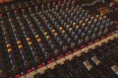 Equipamento para o misturador sadio do DJ e dos músicos Fotografia de Stock