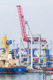 Equipamento pesado da carga em Marine Trade Port Fotos de Stock