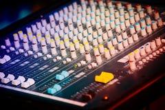Equipamento profissional da música do estúdio Misturador 1 da música fotos de stock royalty free